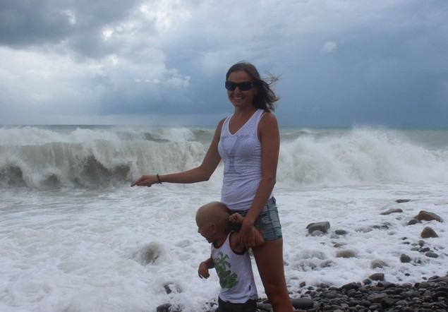 на море шторм волны в сочи