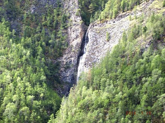 водопад в баргузинской долине