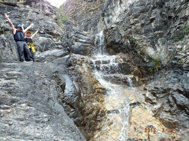 на водопаде в курорте Алла