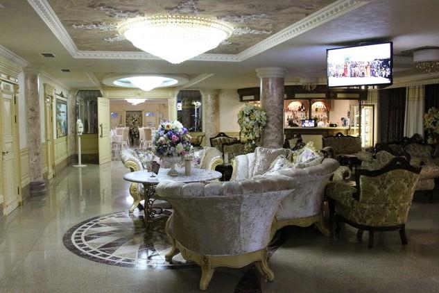 холл Amici Grand Hotel