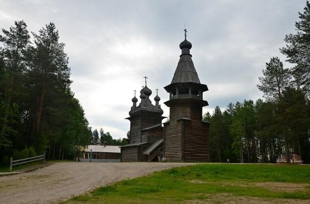 колокольня и Вознесенская пятиглавая церковь