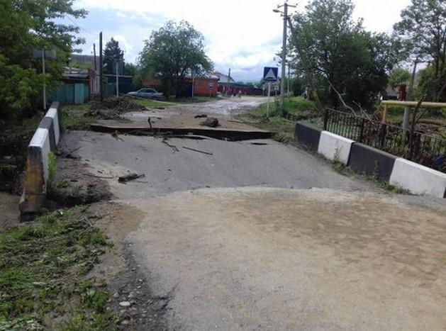 мост в майкопе после паводка