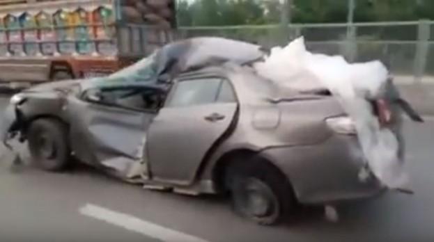 Неубиваемая Тойота на дороге в Пакистане