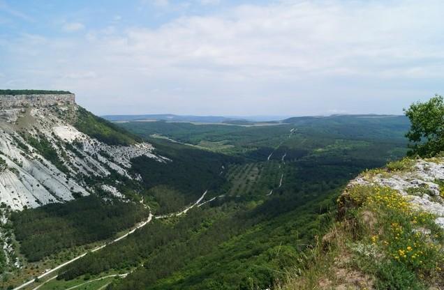 дорога в Чуфут-Кале пещерный город