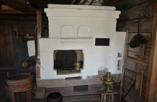печка в крестьянской избе кижи