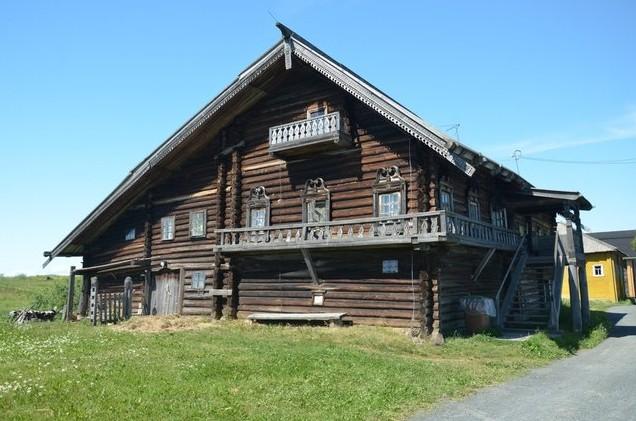 Большой деревянный дом Кижи