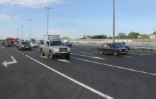 машины едут по трассе М-8