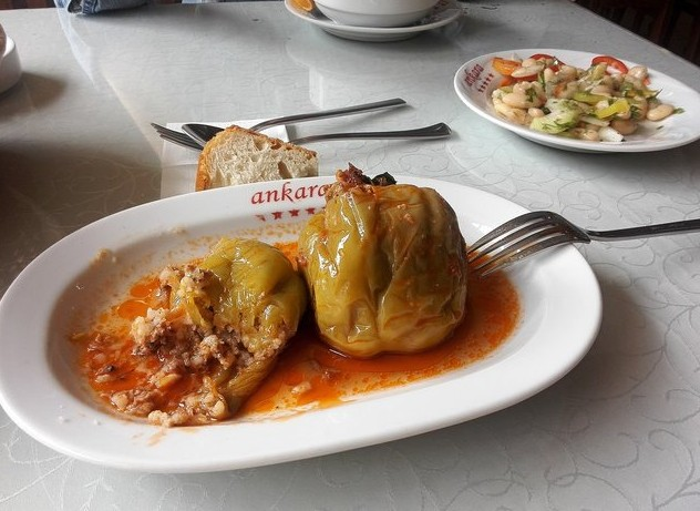 поездка в грузию обед в кафе