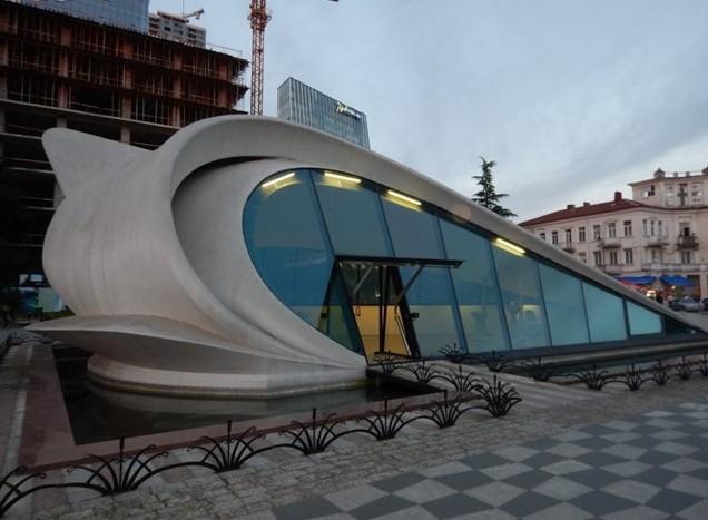 Это необычное здание —дом бракосочетания