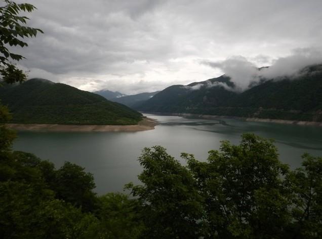 поездка в грузию горное озеро