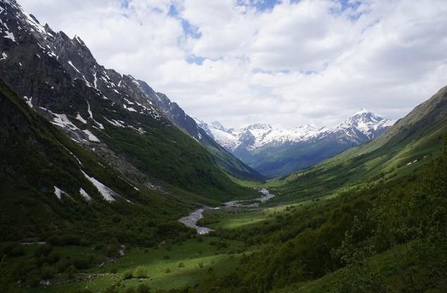 Вид на долину реки Домбай-Ульген