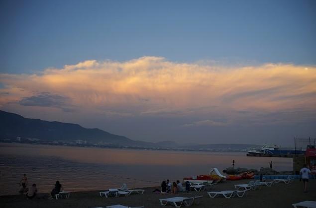 вечерний пляж в геленджике