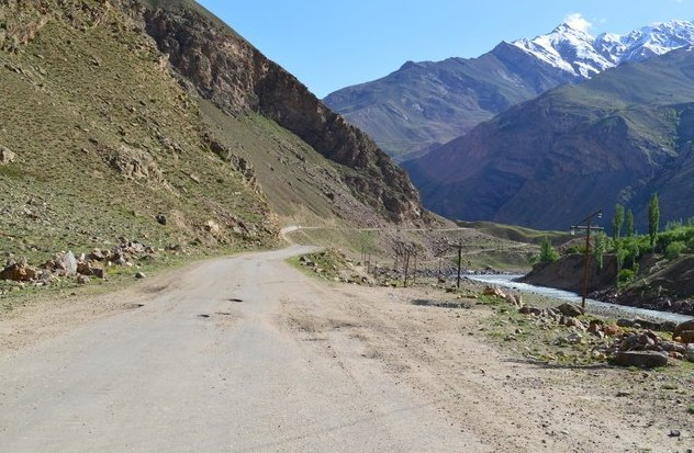 горная дорога на памире