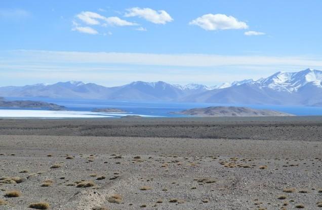 горное озеро на памире