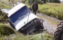 уаз утонул в грязи