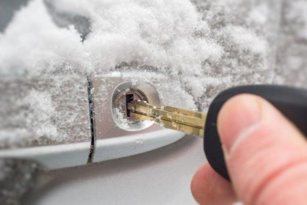 Замерз автомобильный замок, что делать?