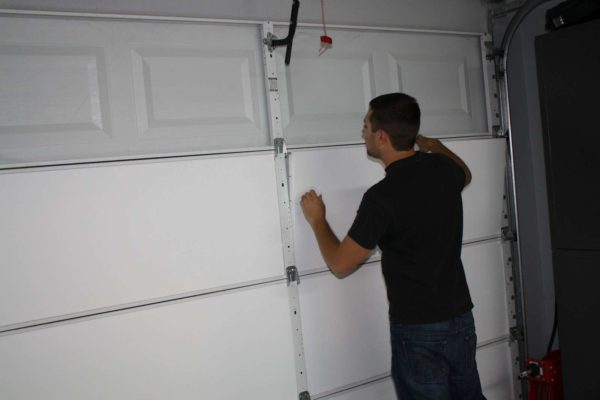 Советы как утеплить ворота гаража изнутри своими руками