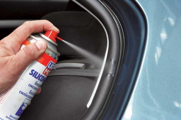 Чем смазать двери автомобиля, чтобы не примерзли?