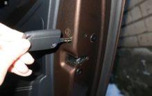 шпингалет на дверях авто