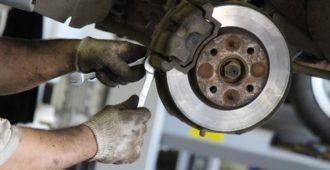 Как заменить тормозные колодки самому