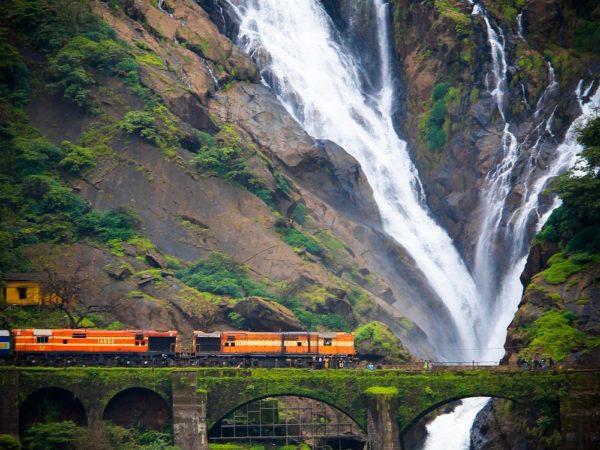 Водопады Дудхсагар
