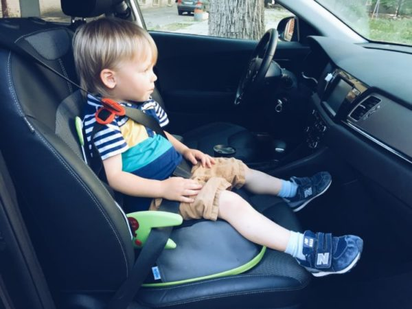 С какого ооста можно детей сажать на переднее сиденье
