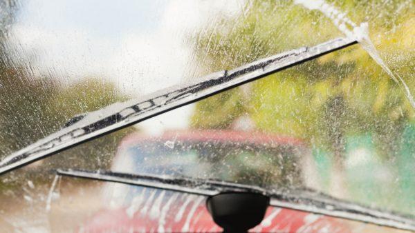 Дворники плохо прижимаются к лобовому стеклу: что делать и способ ремонта