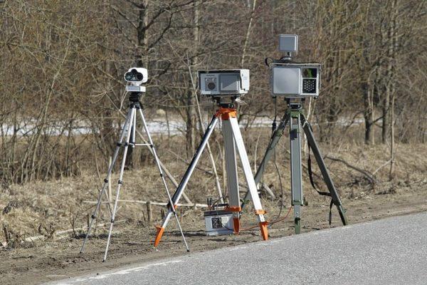 Автолюбители придумали новый способ борьбы с передвижными камерами ГИБДД
