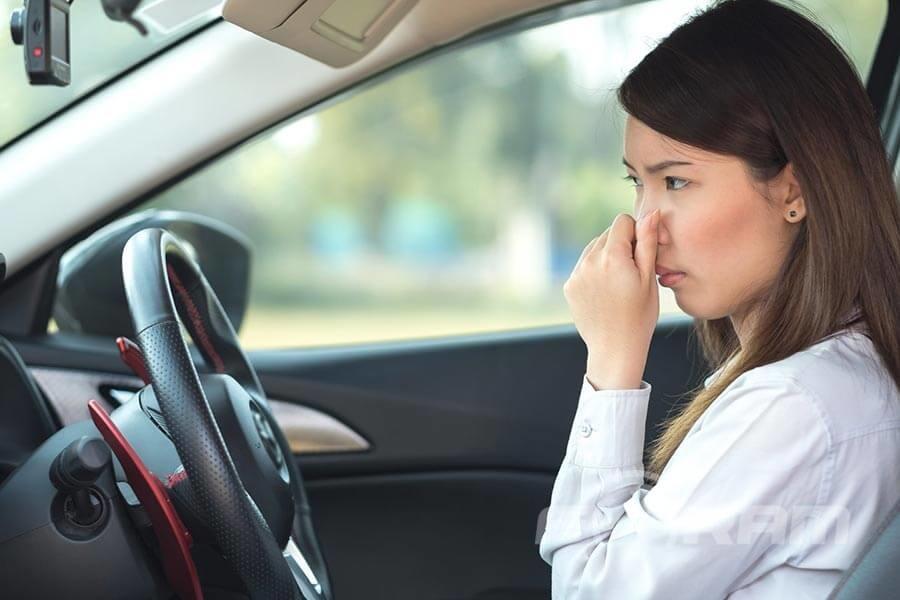 Как избавиться от неприятных запахов в машине: советы