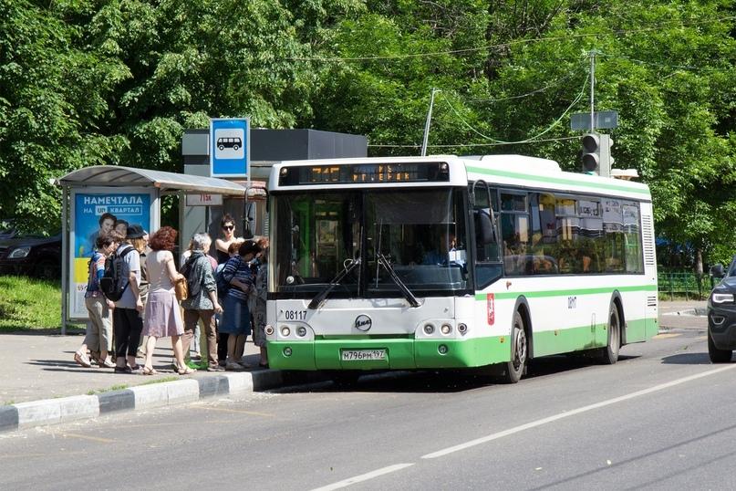 Можно ли объезжать автобус на остановке через сплошную линию