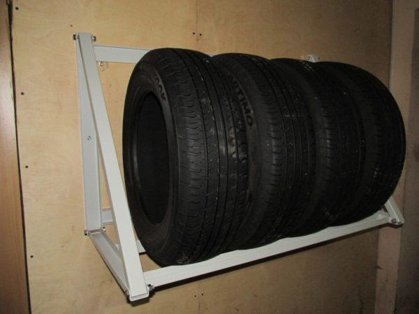 Правила сезонного хранения шин без дисков и на дисках