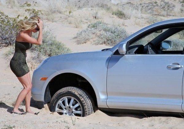 Как вытащить автомобиль из песка и снова не застрять?