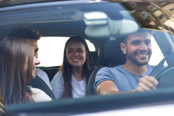 Чем именно опасны музыка и разговоры для водителя?