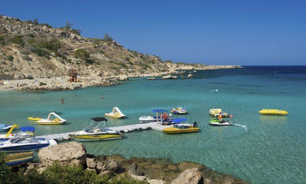Кипр с туристами