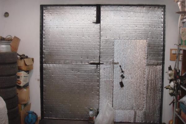 Как дешево и красиво утеплить ворота гаража изнутри