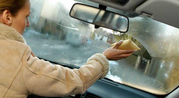 4 полезных способа применения спирта в авто зимой