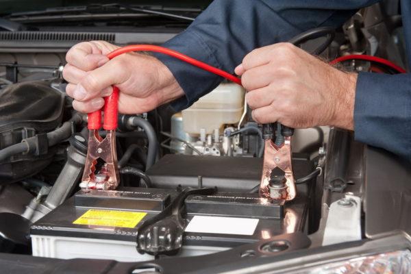 3 совета, как завести машину одному, если в мороз сел аккумулятор