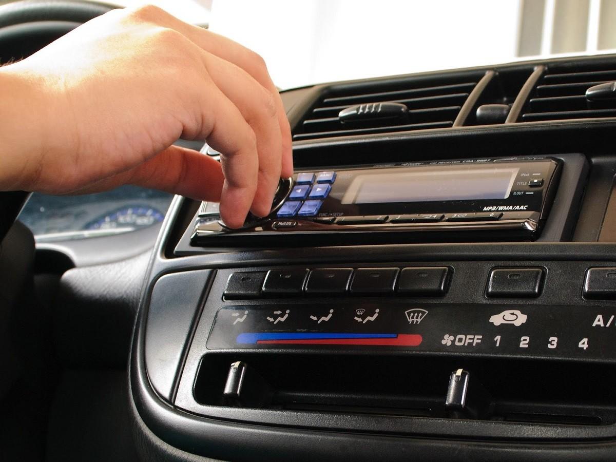 Картинка магнитолы в машине