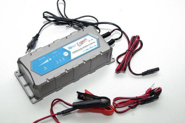 Как выбрать лучшее зарядное устройство для автомобильного аккумулятора: советы и рейтинги