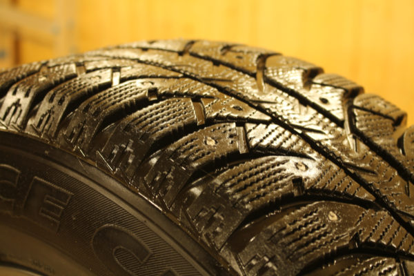 Сколько шипов должно быть на зимней резине и как сказывается диаметр колеса