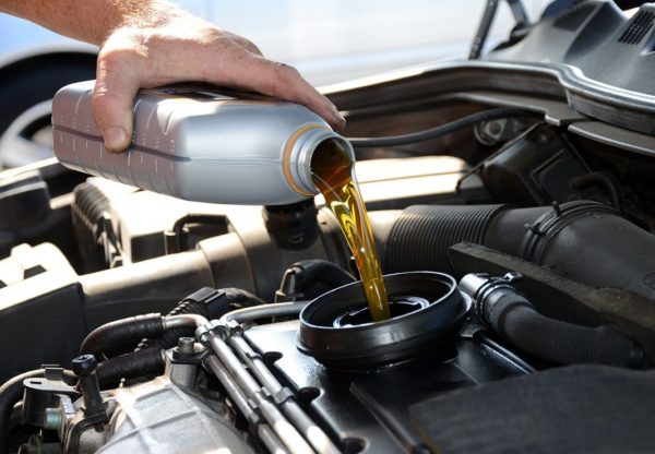 Заливать масло
