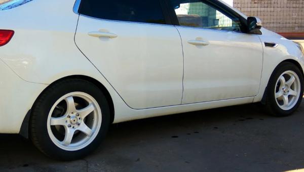 Оригинальные и нештатные варианты замены шин и дисков на Киа Рио