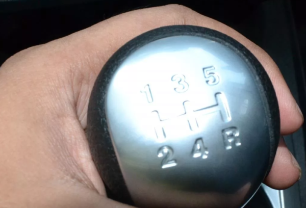 Как правильно тормозить двигателем и для чего это нужно