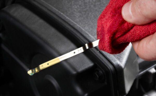 Что делать, если уровень масла в двигателе выше нормы